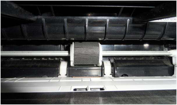 поверхность ролика принтера трескается